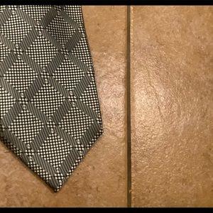 Jhanes Barnes platinum  tie